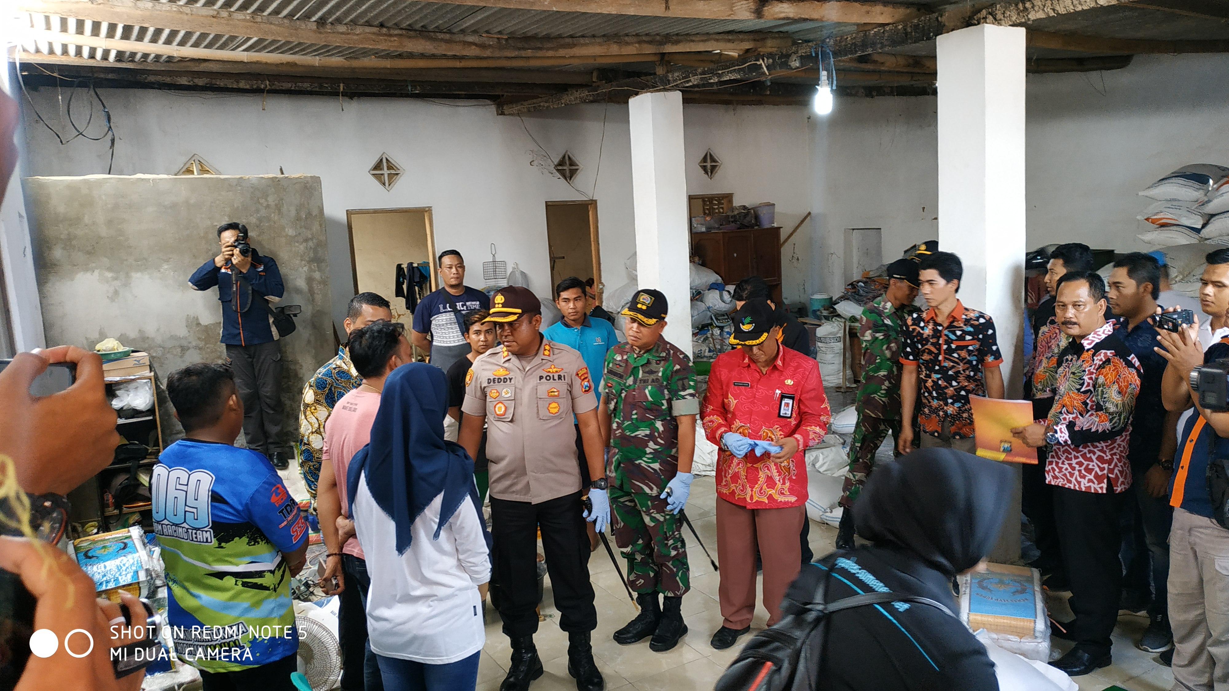 Polisi Olah TKP Pengoplosan Beras di Gudang Yudatama ART ...
