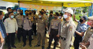 Pemasangan Pol PP Line Di Bazar Keliling UMKM Bangkit Desa Banaressep Timur Kecamatan Lenteng