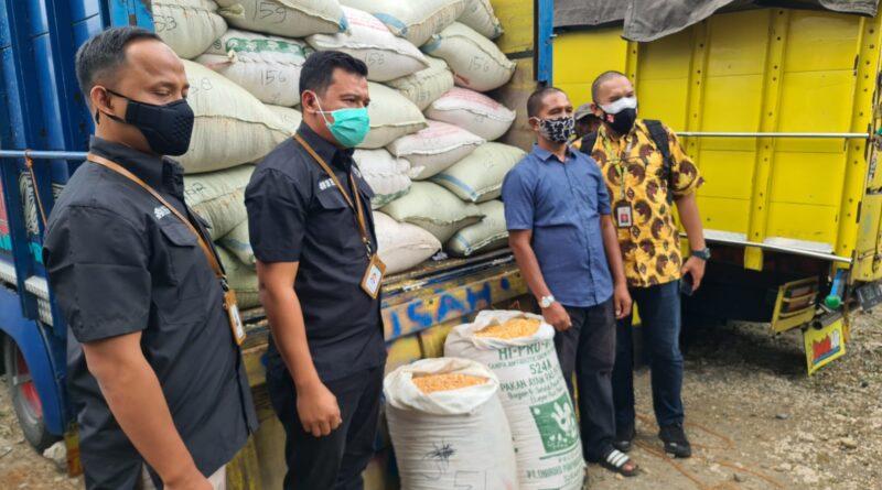 Satreskrim Polres Blitar Kota Kawal Bantuan Jagung dari Presiden RI untuk Suroto Peternak Asal Blitar.