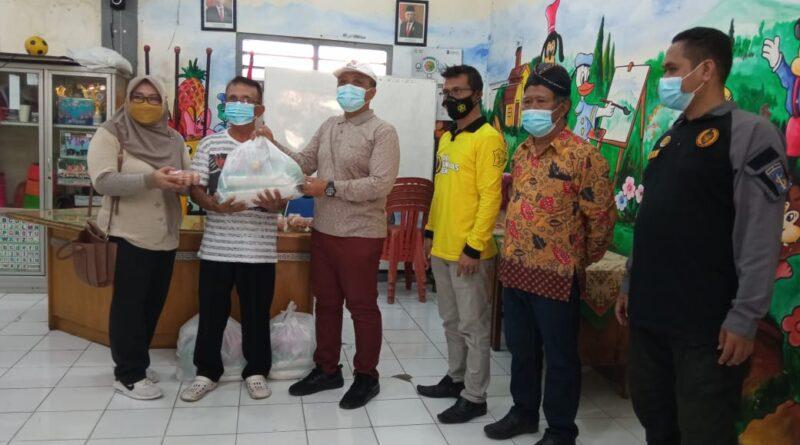 Gebyar Bumantik Kelurahan Kapasan serta Penyerahan Bansos Secara Simbolis oleh Camat Simokerto dan Lurah Kapasan.